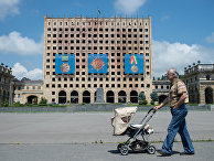 Бывшее здание дома правительства на площади Свободы в Сухуме