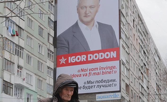 Плакат с изображением кандидат в президенты Молдавии от социалистов Игоря Додона