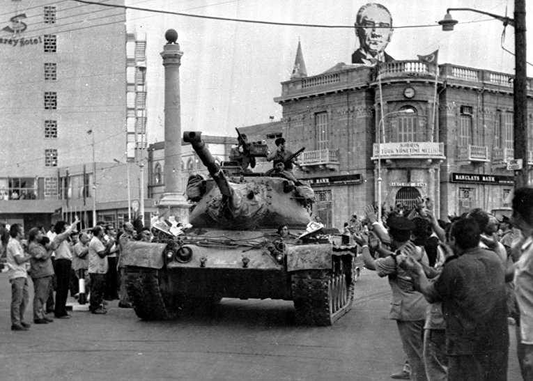 Турецкий танк в столице Кипра Никосии