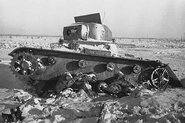Разрушенный финский танк