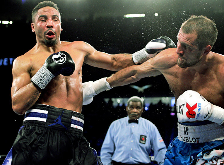 Бой американского боксера Андре Уорда и российского боксера Сергея Ковалева