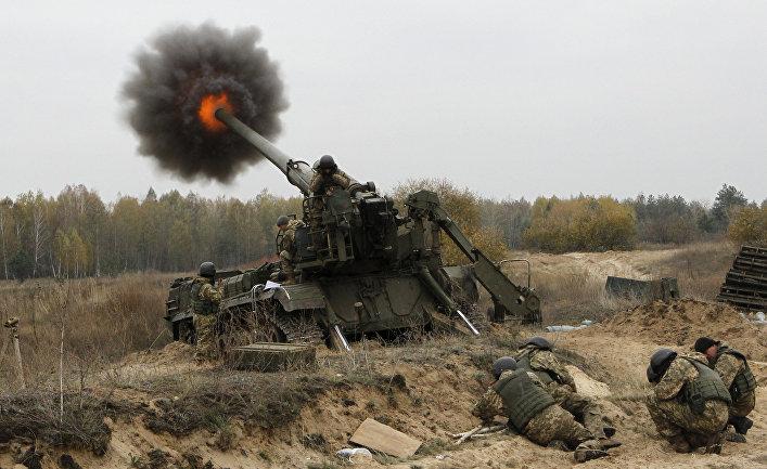Испытание артилерии во время военных учений «Рубеж-2016» на Украине