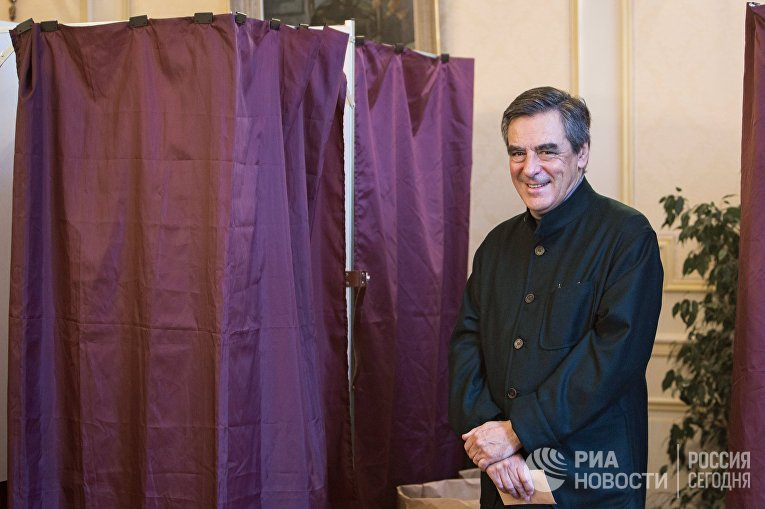 Бывший премьер-министр Франции и один из семи кандидатов партии Республиканцев Франсуа Фийон