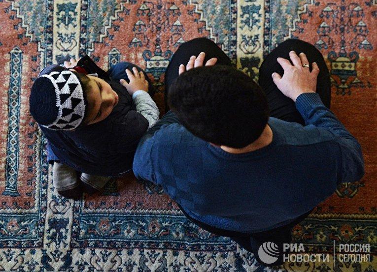 Пятничная молитва в мечети Ханского дворца в Бахчисарае