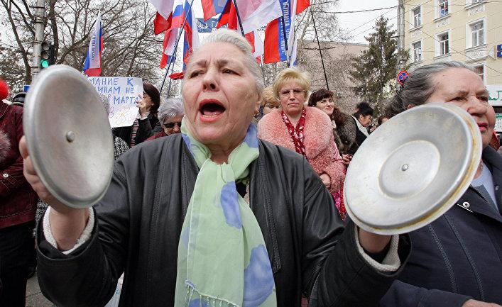 «Кастрюльный» парад женщин Русской общины Крыма в Симферополе