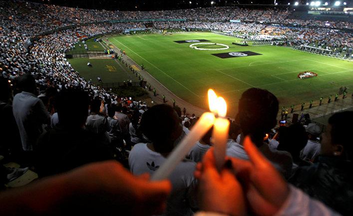 Церемония в память о погибшей в авиакатастрофе бразильской футбольной команде «Шапекоэнсе» в Колумбии