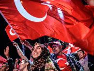 Митинг сторонников президента Эрдогана на площади Таксим в Стамбуле после неудавшейся попытки государственного переворота