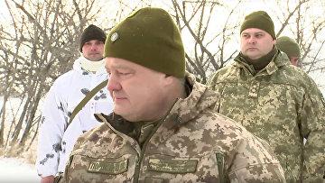 Порошенко выступает перед бойцами АТО