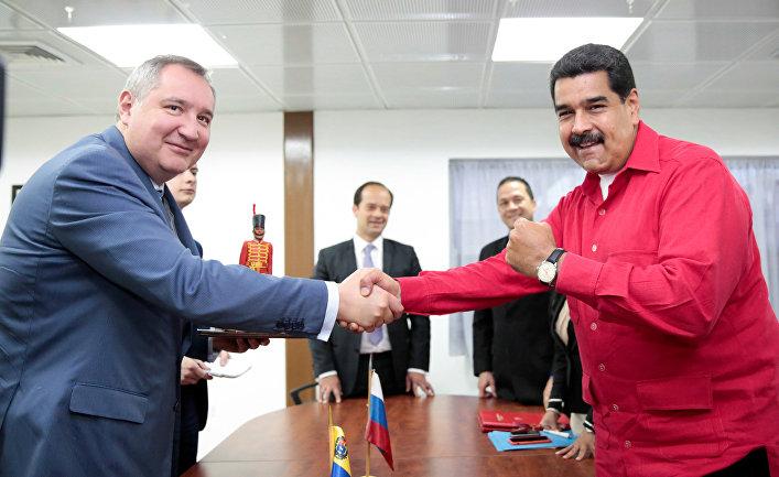 Президент Венесуэлы Николас Мадуро и вице-премьер РФ Дмитрий Рогозин