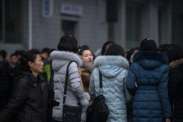 Группа женщин на улице в Пхеньяне