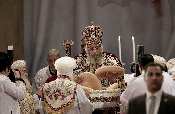 Коптский патриарх Феодор II проводит пасхальную службу в соборе святого Марка в Каире