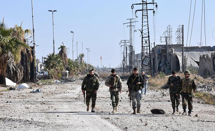 Военные сирийской армии в одном из восточных районов Алеппо. 4 декабря 2016