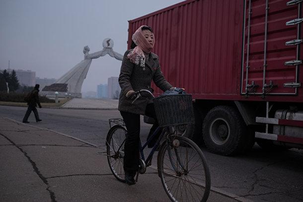 Женщина на окраине Пхеньяна
