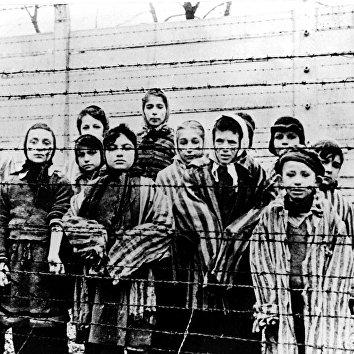 Дети-заключенные Освенцима после освобождения концлагеря