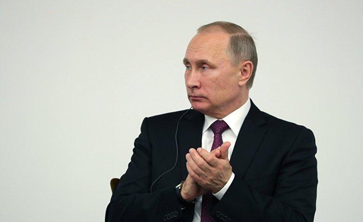Президент РФ Владимир Путин на заседании российско-японского форума деловых кругов в Токио. 16 декабря 2016