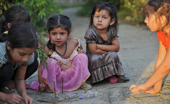 Дети из табора молдавских цыган