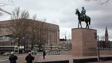 Бронзовый конный памятник маршалу Финляндии барону Карлу Густаву Эмилю Маннергейму в Хельсинки, Финляндия