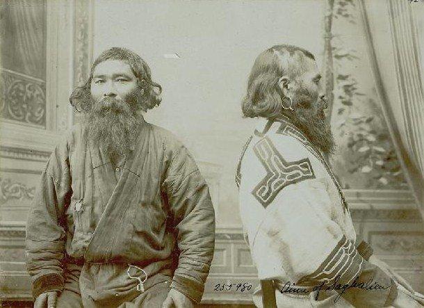 Представители племени айну