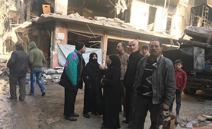 Жители в освобожденных восточных кварталах Алеппо
