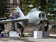 Подготовка к открытию памятника – самолёта УТИ МиГ-15