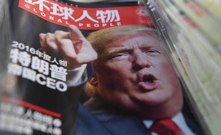 Дональд Трамп на обложке китайского журнала в газетном киоске в Пекине