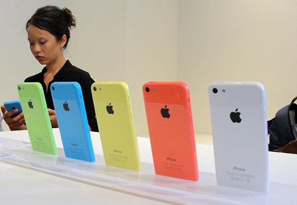 iPhone 5С на стенде в штаб-квартире компании Apple