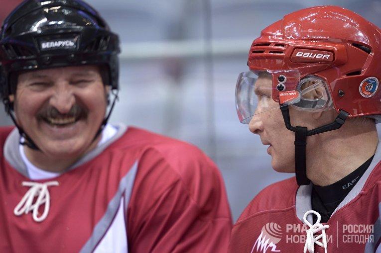 Владимир Путин и Александр Лукашенко на товарищеском хоккейном матче между командами «Звезды НХЛ 1» и «Звезды НХЛ 2»