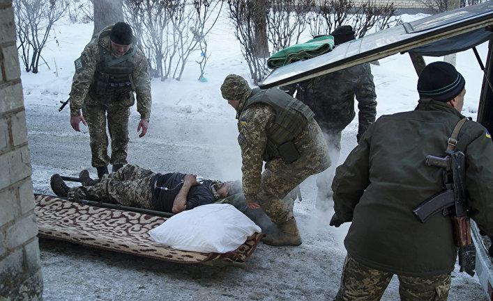 Раненый украинский солдат в Авдеевке