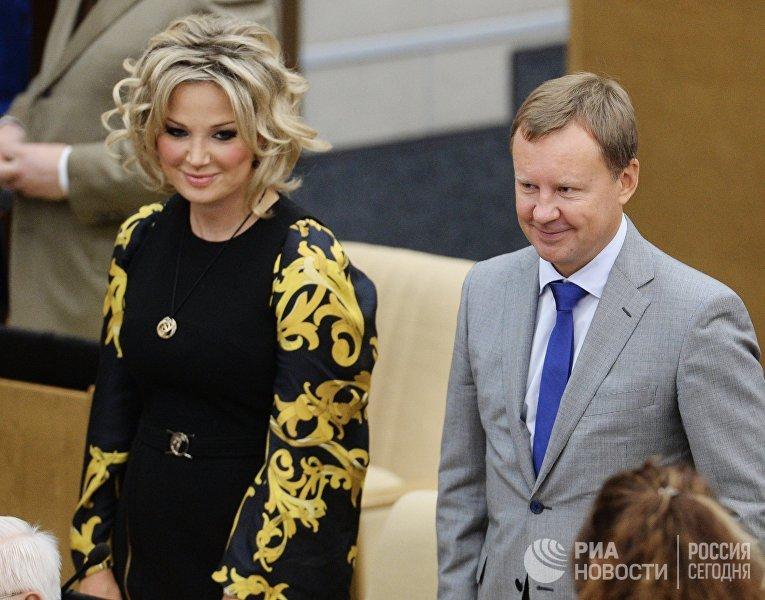 Депутаты Государственной Думы РФ Мария Максакова-Игенбергс и Денис Вороненков