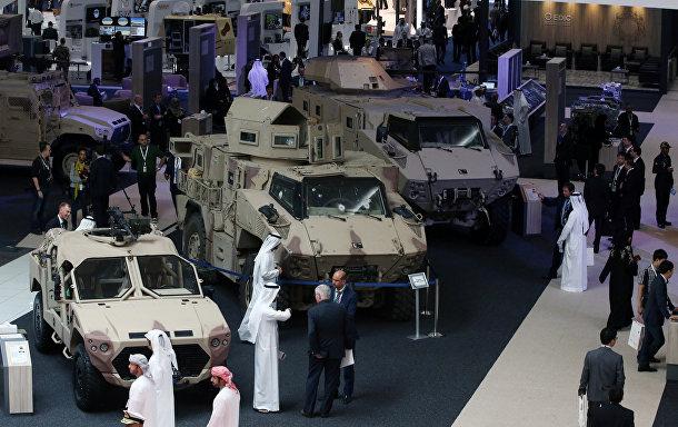 Посетители на Международной выставке вооружения IDEX 2017 в Абу-Даби