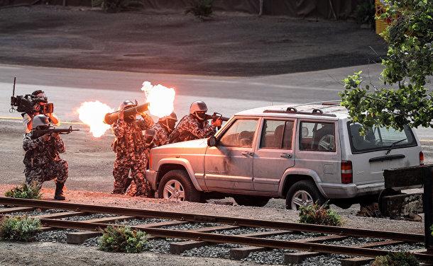 Вооруженные силы ОАЭ во время военного шоу на церемонии открытия Международной выставки вооружения IDEX 2017