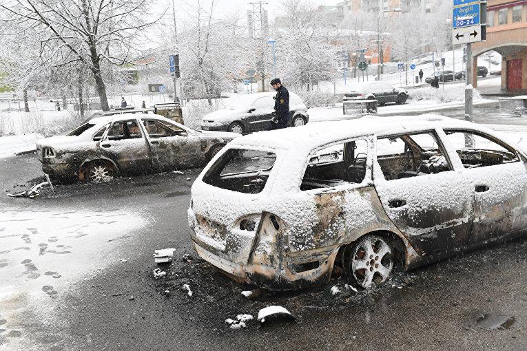 Последствия беспорядков в микрорайоне Стокгольма Ринкебю, где проживает много мигрантов