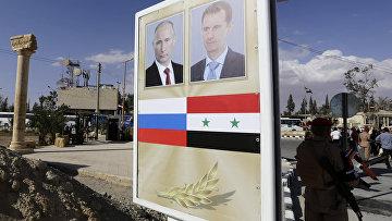 Плакат с портретами Башара Аль-Асада и Владимира Путина в Пальмире