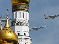 Дальние ракетоносцы-бомбардировщики Ту-22М3 во время Парада Победы в Москве
