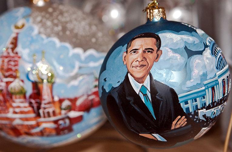 Елочные игрушки с собором Василия Блаженного и Бараком Обамой