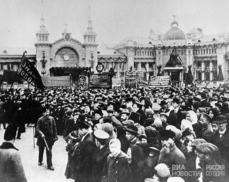 Демонстрация в дни Февральской революции 1917 года