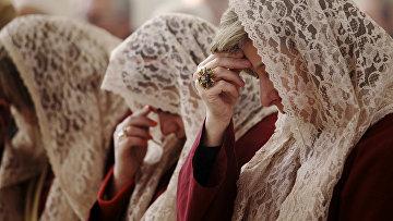 Женщины во время утренней рождественской мессы в Иордании
