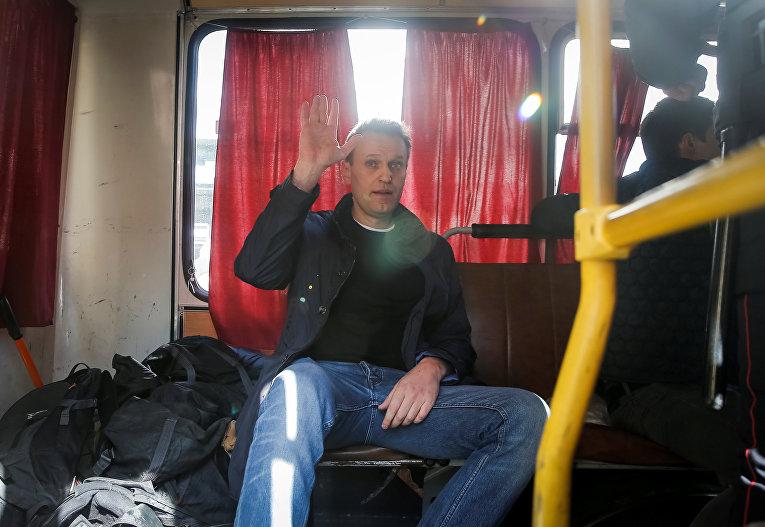 Оппозиционер Алексей Навальный после задержания на митинге в Москве, 26 марта