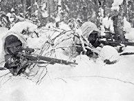 Красноармейцы-снайперы в засаде на территории Карелии. Советско-финская война 1939-1940 гг.