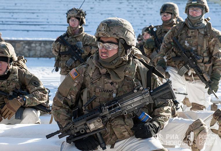 Американские военнослужащие на демонстрации военной техники и вооружения НАТО в Латвии