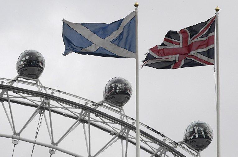 Флаги Шотландии и Великобритании в Лондоне