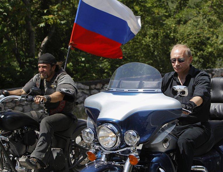 Премьер-министр России Владимир Путин прибыл на встречу с байкерами