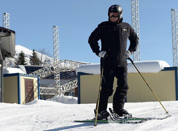 Президент России Владимир Путин во время катания на лыжах