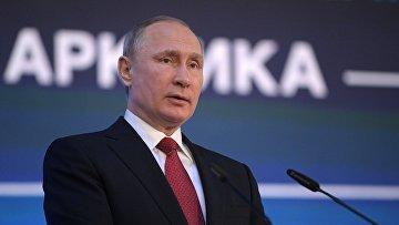 Президент РФ Владимир Путин на форуме «Арктика - территория диалога»
