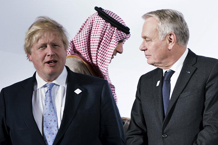 Министр иностранных дел Великобритании Борис Джонсон, министр иностранных дел Франции Жан-Марк Эйро и министр иностранных дел Саудовской Аравии Адель бин Ахмед Аль-Джубейр
