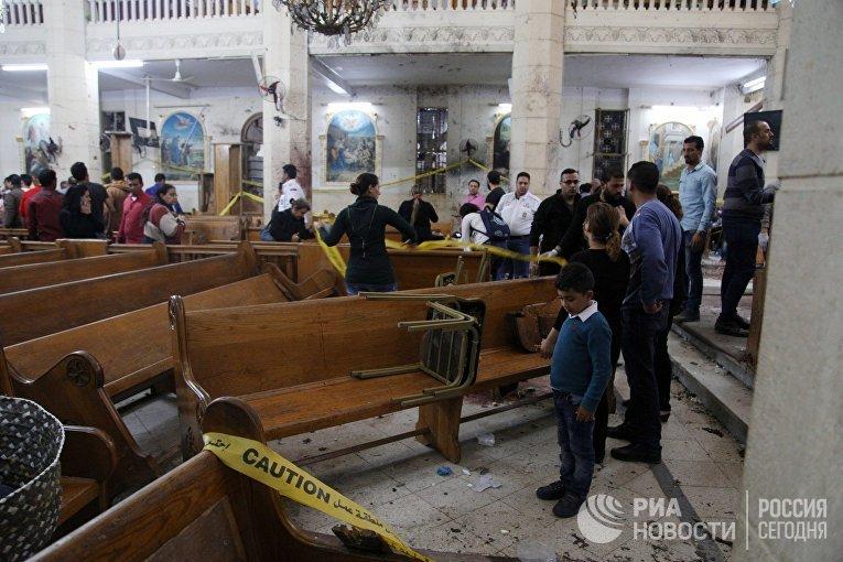 На месте взрыва в коптской церкви Святого Георгия в египетском городе Танта