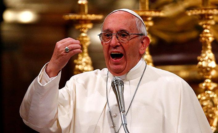 Папа Римский Франциск выступает с речью в Риме