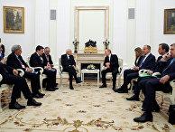 Владимир Путин беседует с президентом Италии Серджо Маттарелла на встрече в Кремле