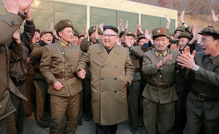 Северокорейский лидер Ким Чен Ын в Пхеньяне во время военных испытаний