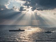 Американский авианосец «Карл Винсон» с кораблями сопровождения в Восточно-Китайском море